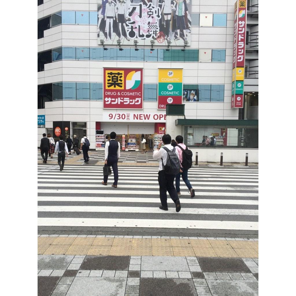 池袋駅東口駅前に「刀剣乱舞-花丸-」の巨大広告が掲出中!